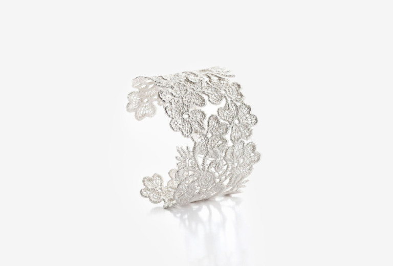 Bangle <em>Nottingham Heritage</em>. 925 silver. 900 €.
