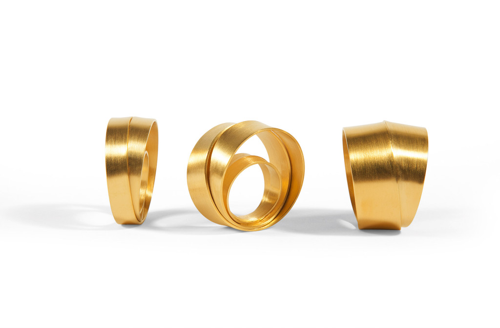 Rings <em>Dreh dich...rundherum</em>. 750 yellow gold. Or in white gold, 925 silver, silver gold plated. Available in three sizes. 269–3979&nbsp;Euro.
