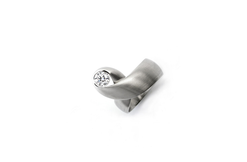 Ring <em>Otta diamond solitaire</em>. 950 platinum, a diamond of 0.52 ct