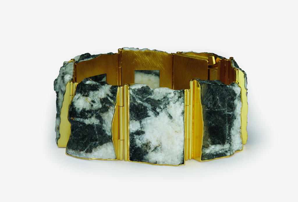 Michael Becker, bangle, 2010. 750 gold, dolomite, 18 × 2,8 cm