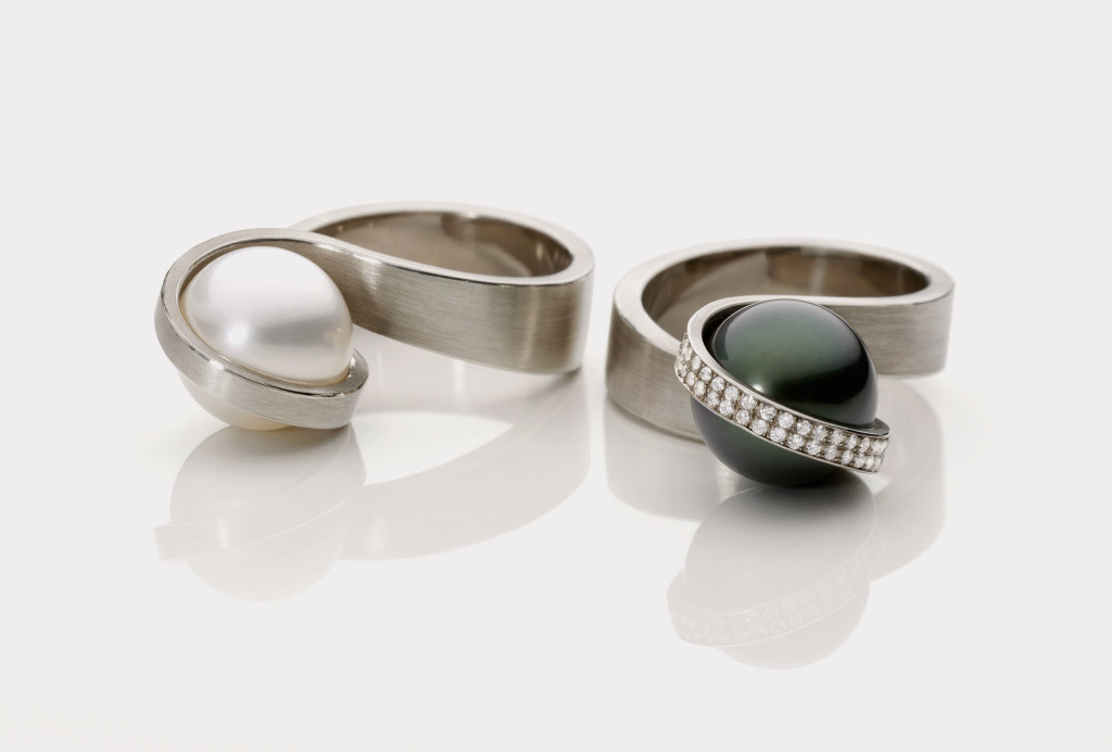 <em>Perl</em> rings. 750/ white gold, south sea and tahitian pearl, diamonds