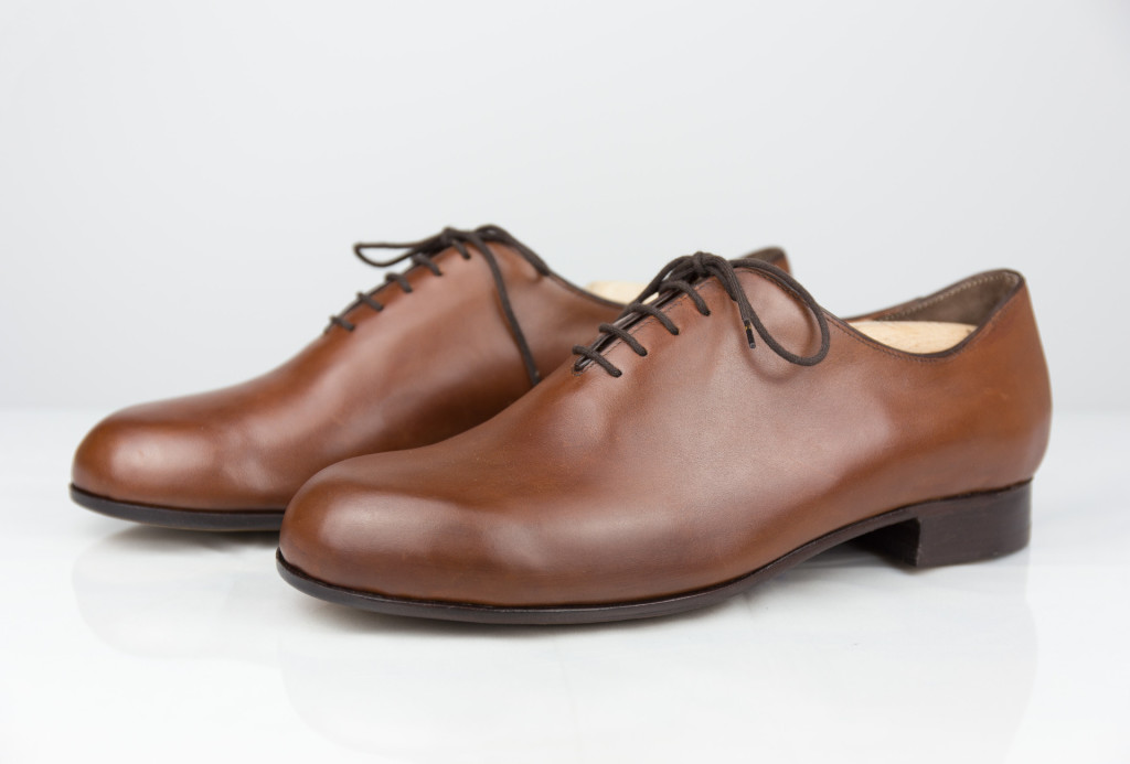 Low shoe with slim leather sole