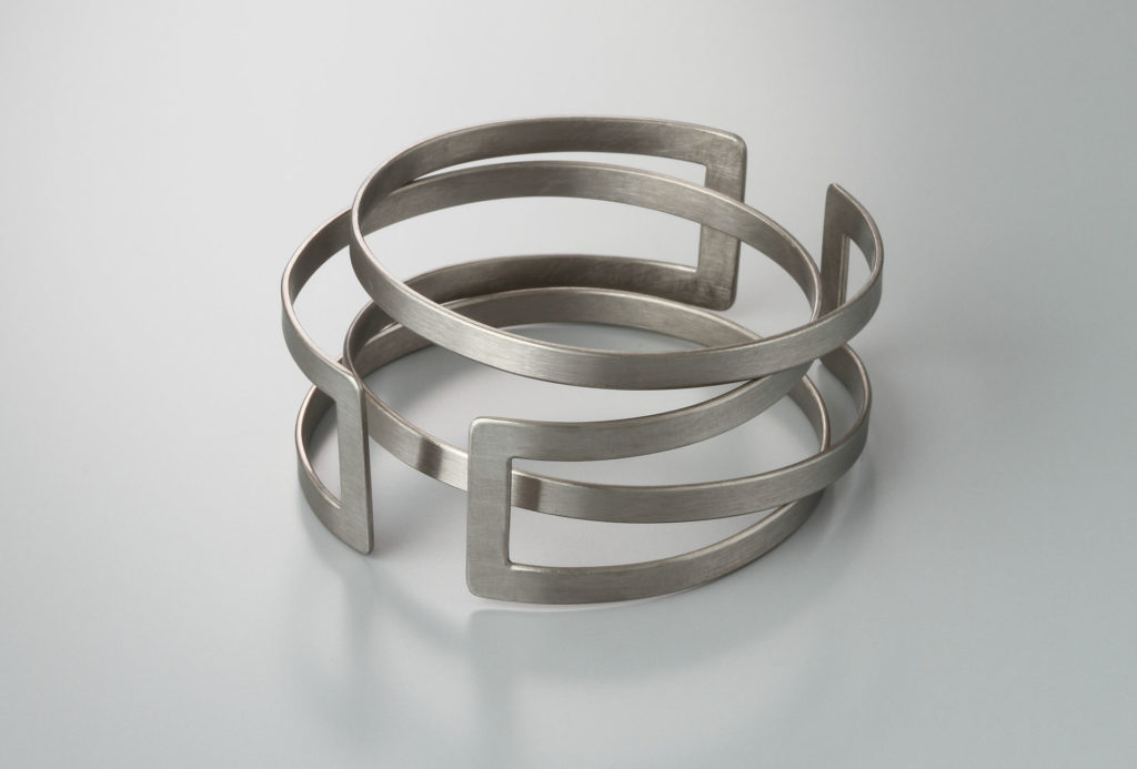 <em>Balance-Line</em> bangle. Titanium